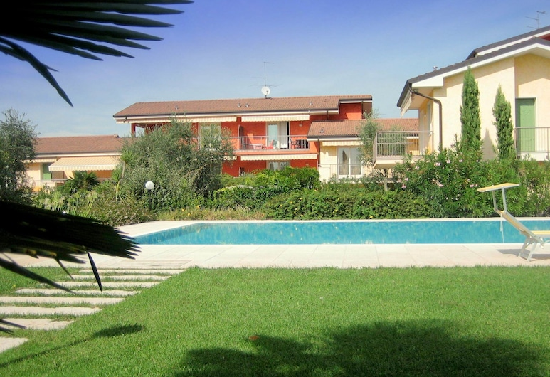 Welcoming Holiday Home in Lazise With Garden, Near Lake Garda, 拉齊塞