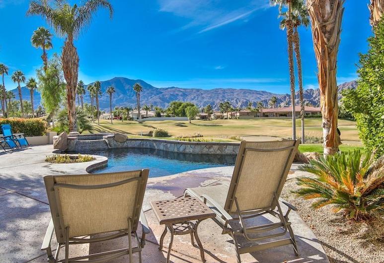 4BR PGA West Pool Home by ELVR - 54843, La Quinta, Päevitusala