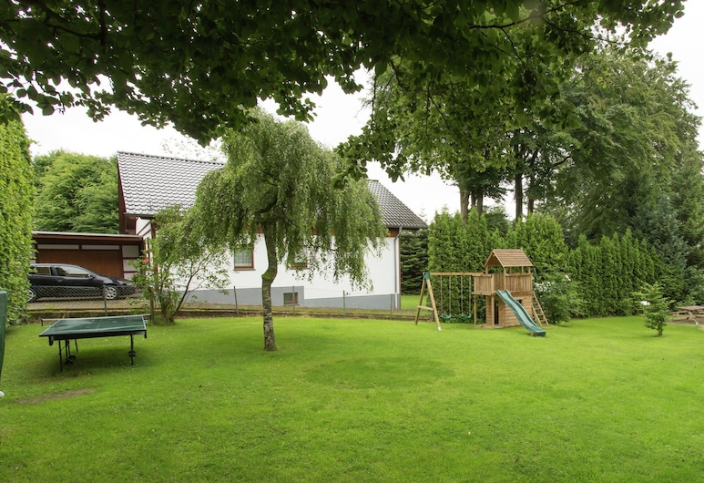 Very Luxury Group Holiday Home Only 3 Kilometers From the old Town of Monschau, Monschau, Jardin