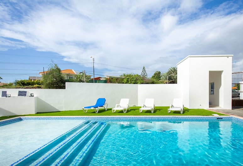 Luxury 2BR Apartment With Pool - Great Location, Willemstad