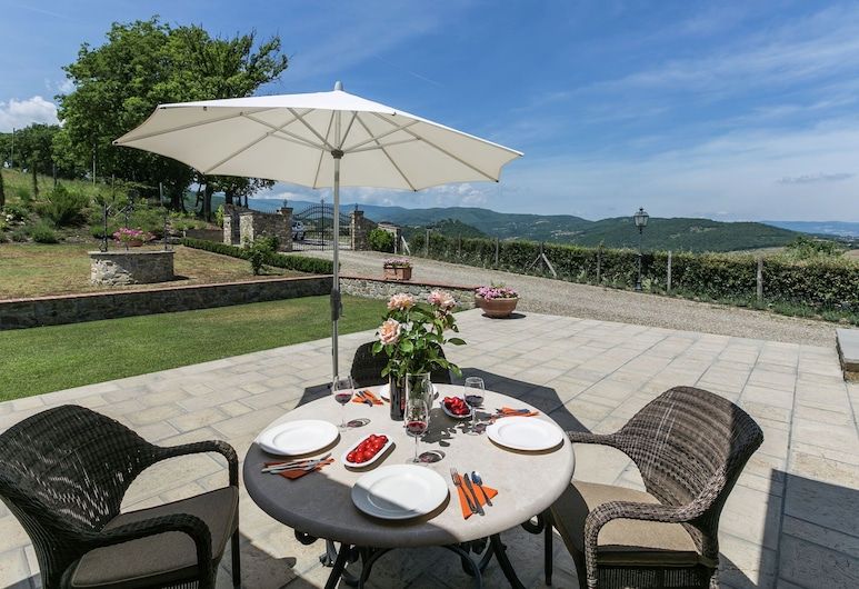 Luxury Villa With Pool and Beautiful Garden on an Estate, Poppi, Ház, Erkély