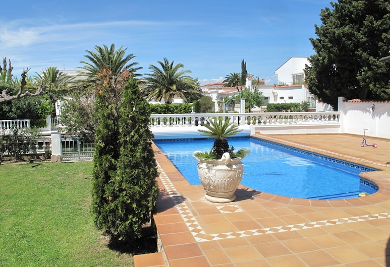 Luxurious Holiday Home in Empuriabrava With Private Pool, 까스테요 엠포리스