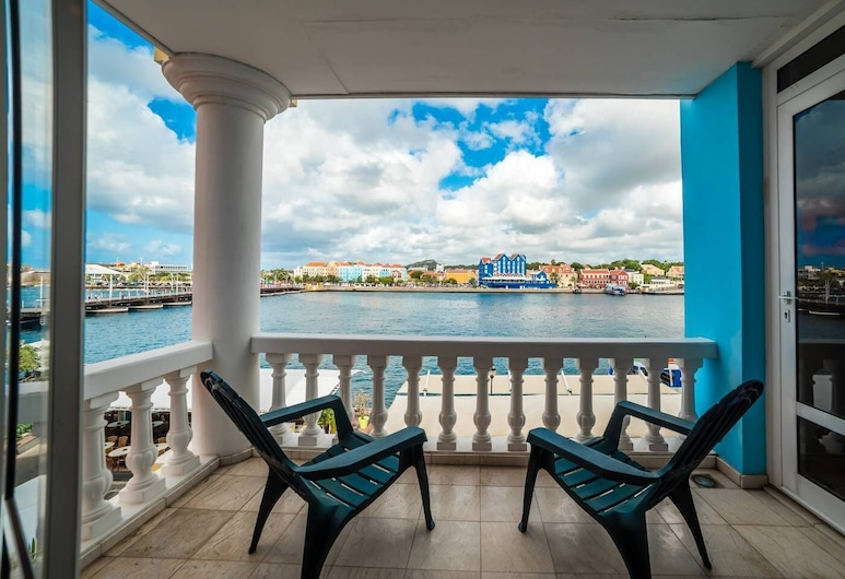 Stunning Balcony View! Spacious 2BR Apt at Unique Location, Willemstad
