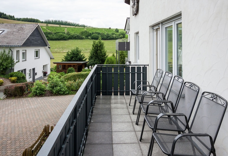 Enchanting Holiday Home in Bödefeld With Private Terrace, Schmallenberg, Ferienhaus, Balkon