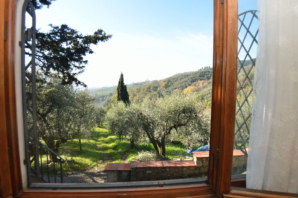 Picturesque Hillside Cottage in Lucca