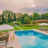 Stunning Villa in Badia Al Pino With Swimming Pool