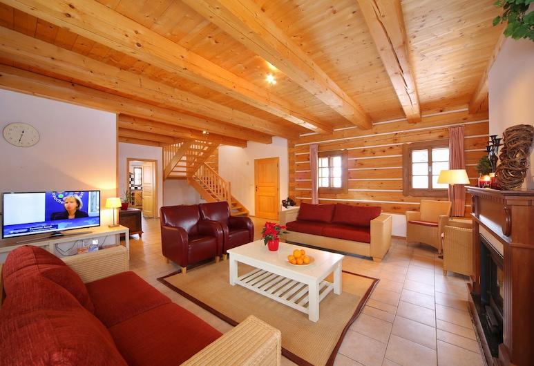 Comfortable Villa in Vrchlabí Near Ski Area, Vrchlabi, Oturma Odası