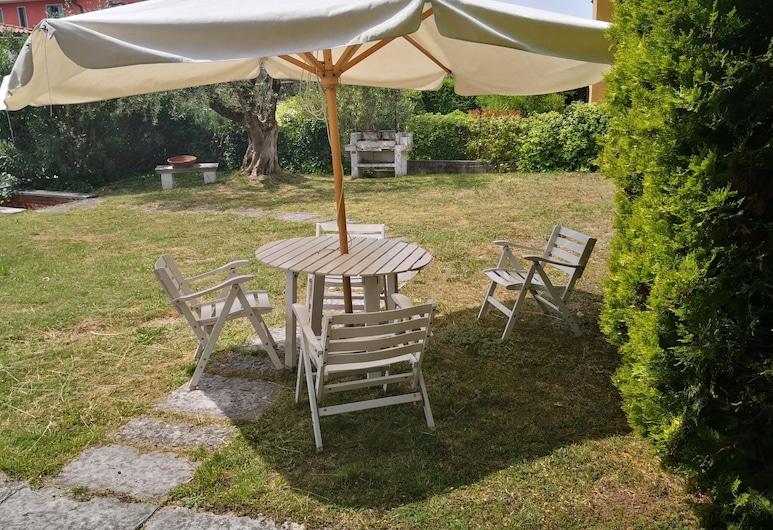 Snug Holiday Home Near Lazise and Lake Garda With Olive Garden, Lazise, Balkón