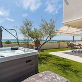 Swanky Holiday Home in Privlaka Near Sea Beach