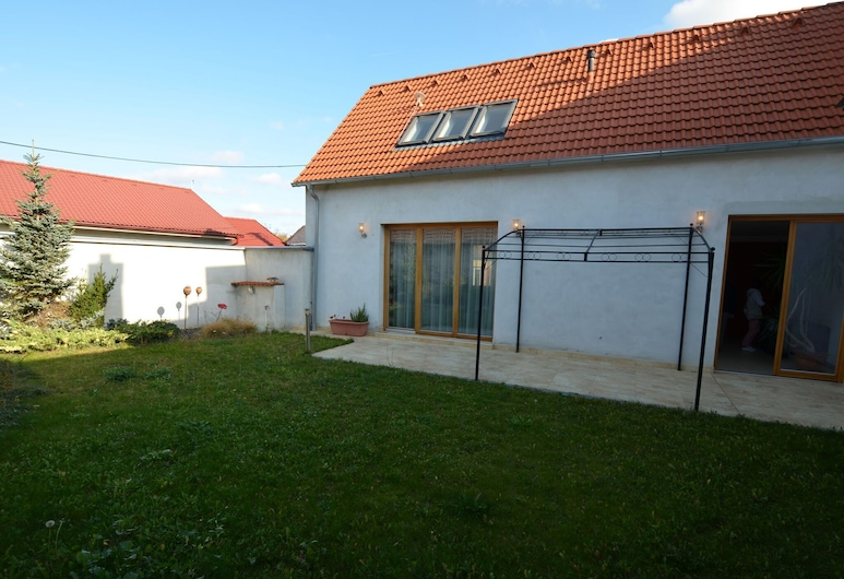 Lovely Holiday Home in Strážnice With Private Garden, Strážnice