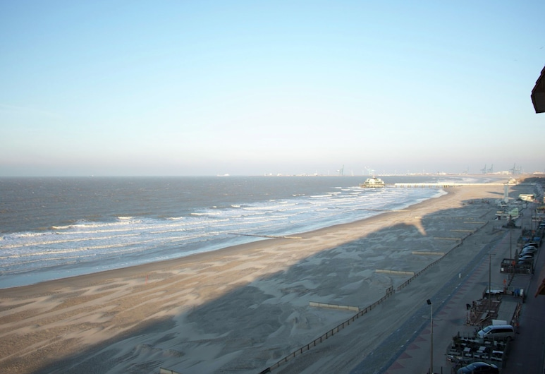 Nice Apartment With View Over the City of Blankenberge, Blankenberge, Beach