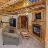 Deluxe Suite (204) - Living Area