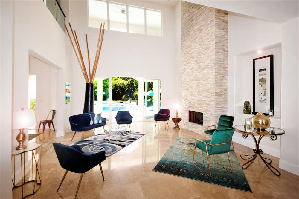 Luxury Villa, Private Pool, Garden View - Living Room