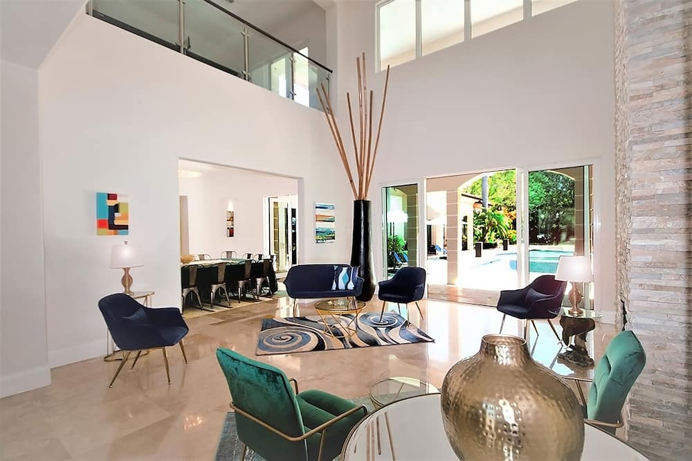 Luxury Villa, Private Pool, Garden View - Living Area
