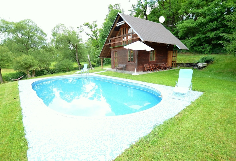 Sunlit Holiday Home in Bechyne With Private Pool, Бехине, Екстер'єр