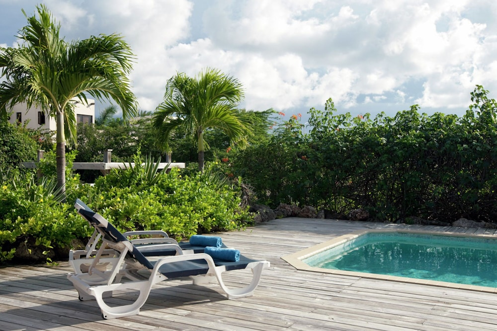 Tropical Villa With Swimming Pool in Jan Thiel