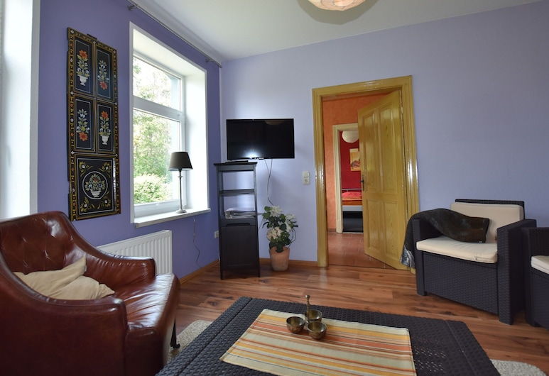 Beautiful Apartment in Pepelow With Terrace, Garden and Barbecue, Am Salzhaff, Lejlighed, Stue