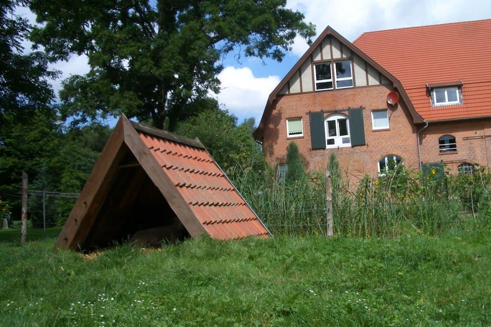 Vintage Apartment in Kröpelin With Garden