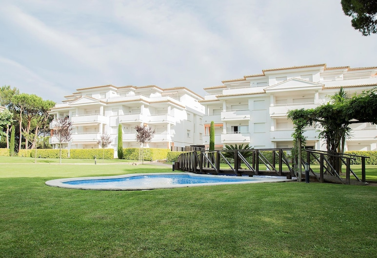 Apartment Just 400m From the Beach for 6 People in Pals, Pals, Piscine