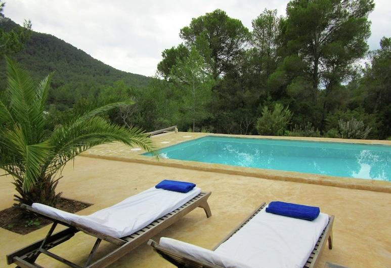 Spacious Holiday Home in Balearic Islands With Pool, Sant Josep de sa Talaia, Alberca