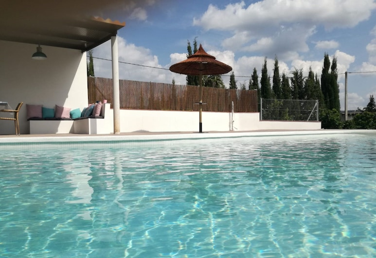 Magnificent Holiday Home in Cabra With Swimming Pool and Chill out Area!, Cabra, Alberca