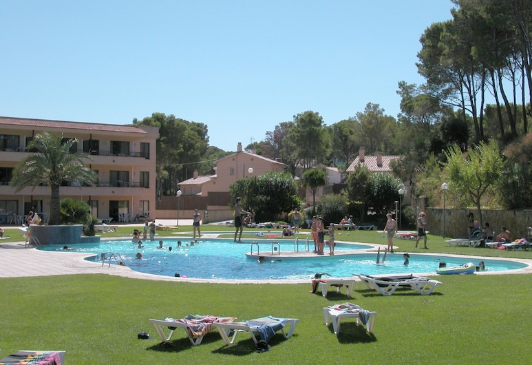 Comfortable Apartment With AC, at 900 m. From the Beach, Pals, Extérieur