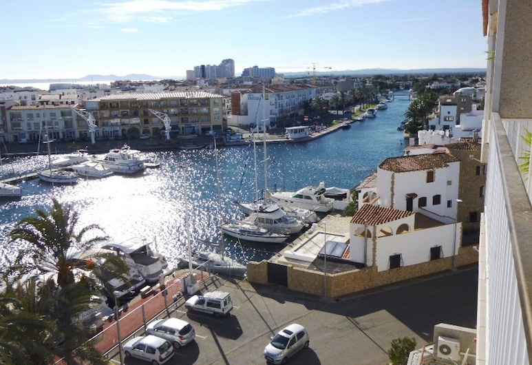 Spacious Apartment in Empuriabrava With Private Terrace, Kasteljo d'Empurjesa, Baseins
