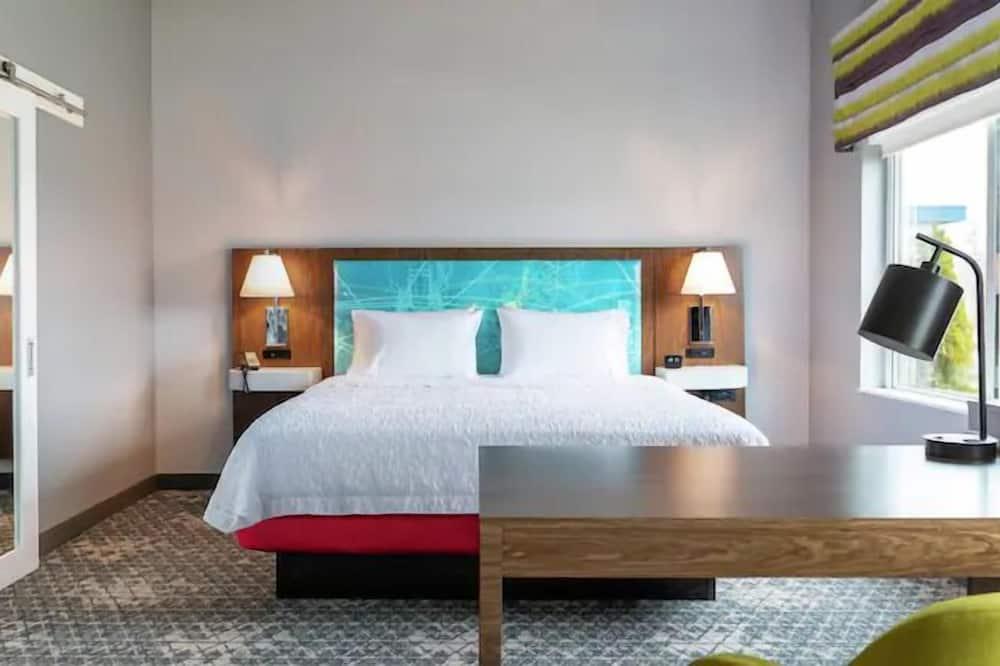 غرفة - سرير ملكي - ثلاجة وميكروويف - غرفة نزلاء