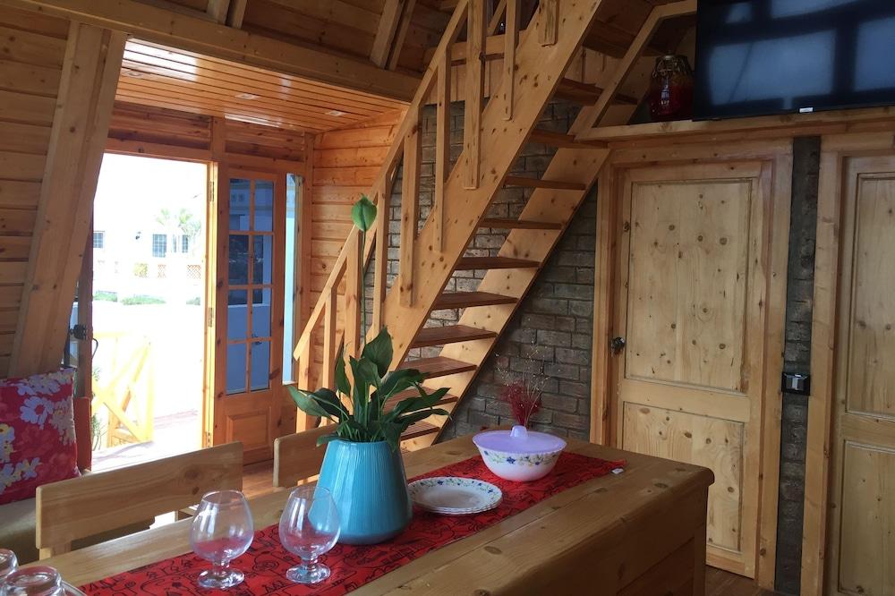 The Pine Homes - Chalet: Utandi Beach ECR
