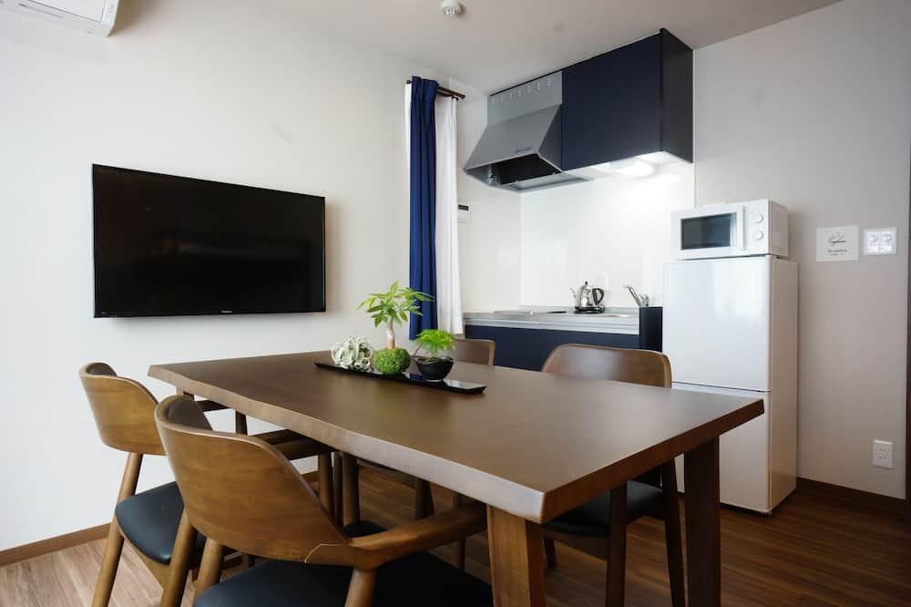 Habitación cuádruple Deluxe - Servicio de comidas en la habitación