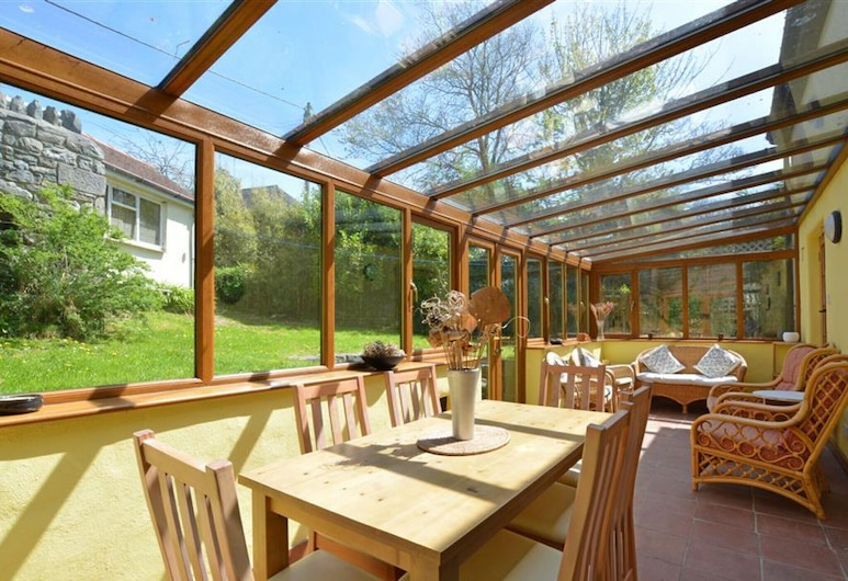Spacious Holiday Home in Manorbier With Fenced Garden, Tenby, المنطقة المحيطة بالمنشأة