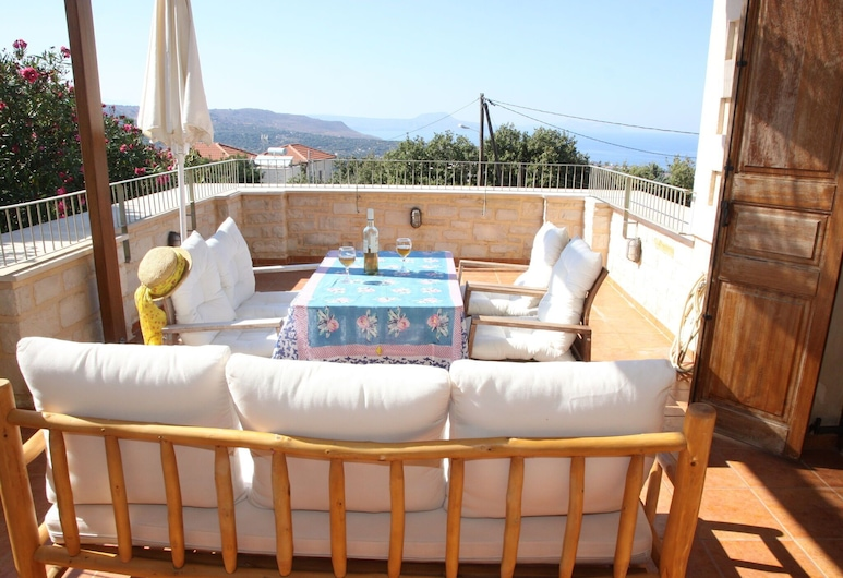 Beautiful Villa With Private Pool, in Nice Village Near Beach and Rethymnon, NW, Rethymno, Balkoni