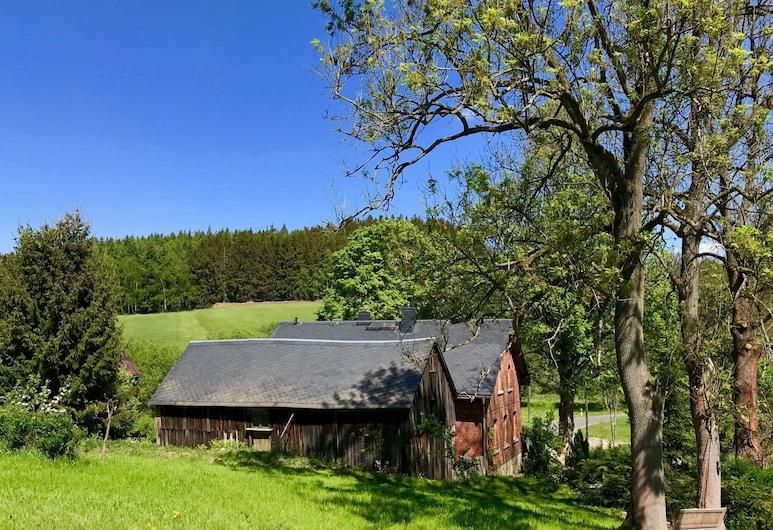 Cozy Holiday Home in Gürth With Private Garden, Bad Brambach, Hotelgelände