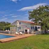 Beautiful Villa With Private Pool on Island Krk, Ideal for Lovers of Nudism, Vrbnik