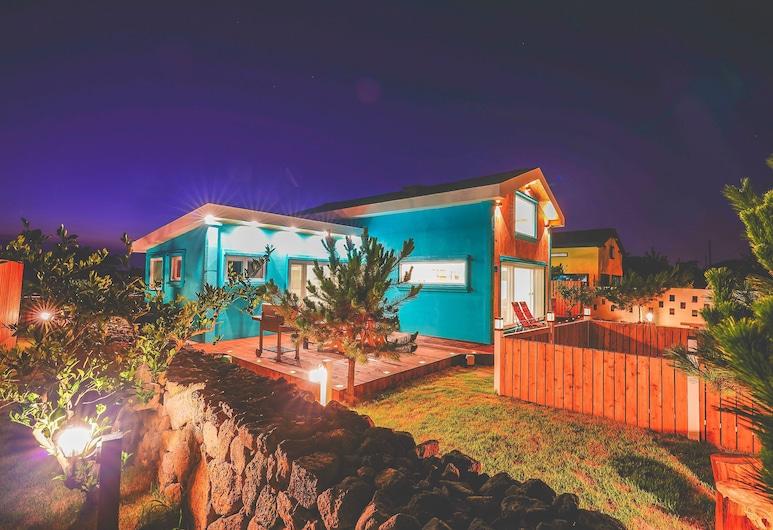 Haruae Jeju stay, Jeju City, Πρόσοψη καταλύματος - βράδυ