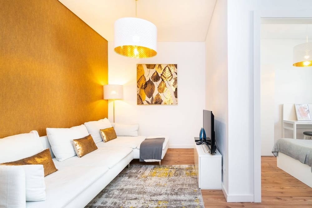 Apartment, 4 Bedrooms, Non Smoking - Living Room