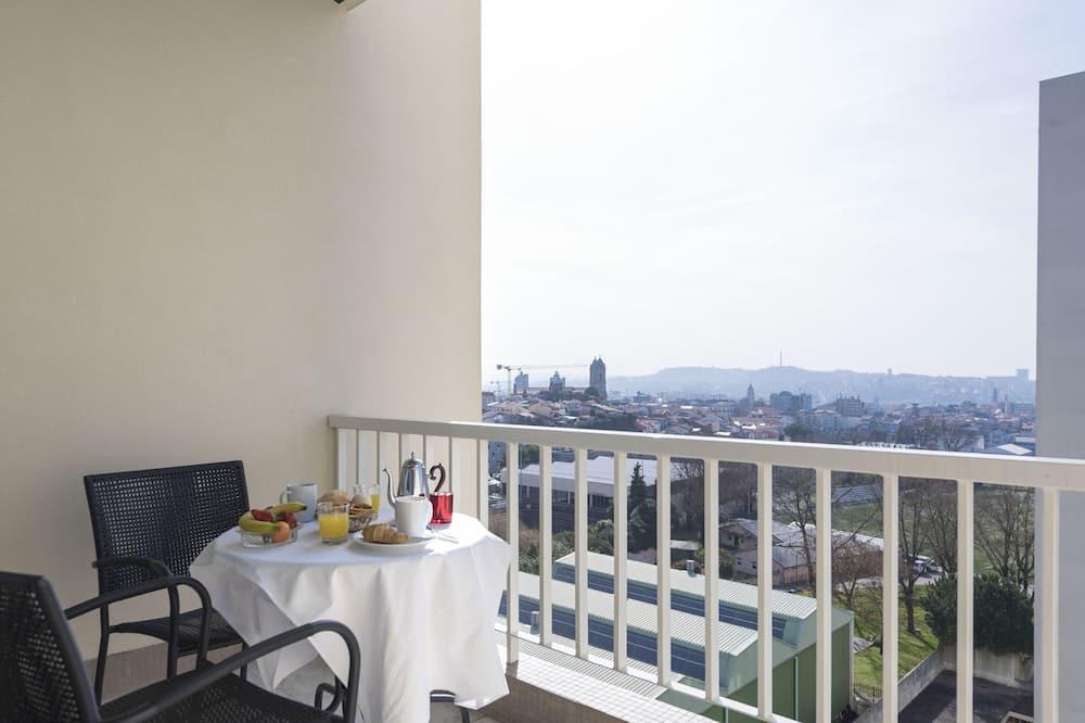 Apartment, 4 Bedrooms, Non Smoking - Balcony