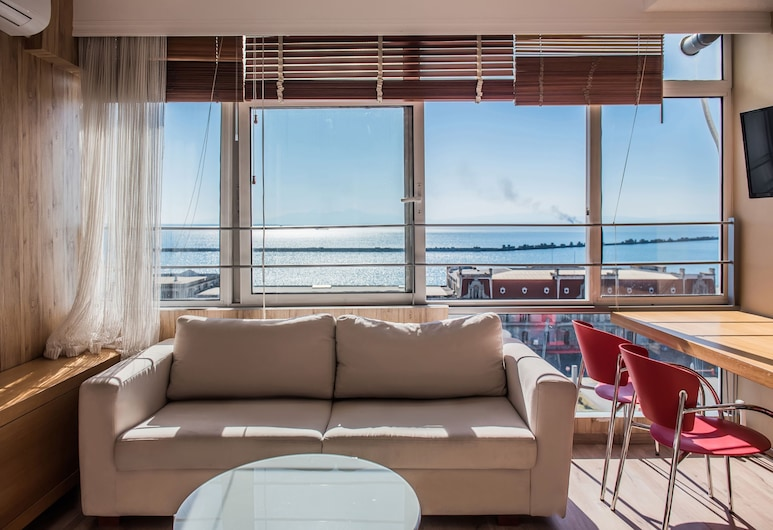 #halu! - Spacious Home with Sea View, Thessaloniki, Apartment, 4 Bedrooms, Sea View, Living Area