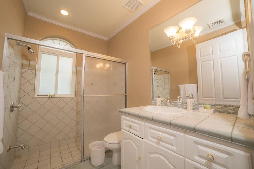 Deluxe Condo, 2 Bathrooms, Garden View - Bathroom
