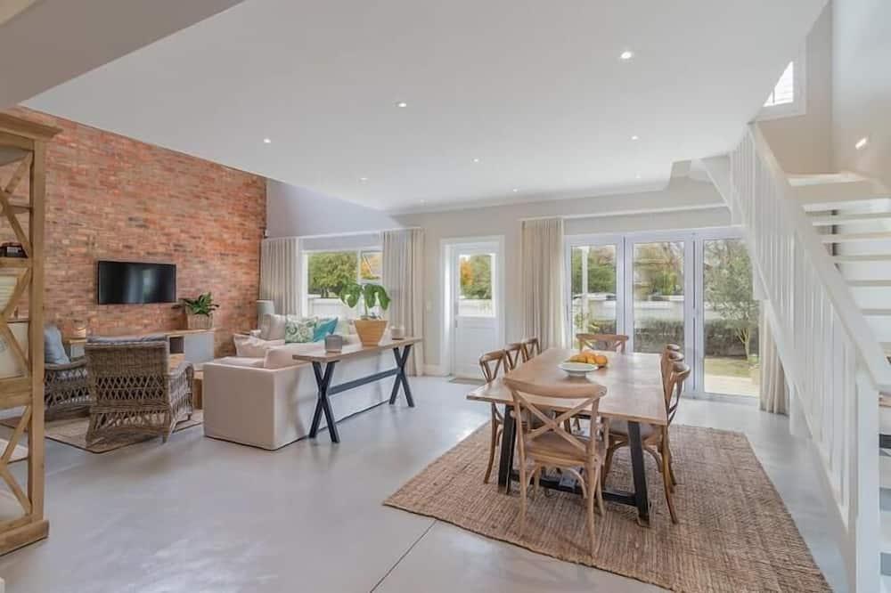 Comfort Cottage, 3 Bedrooms - Living Area