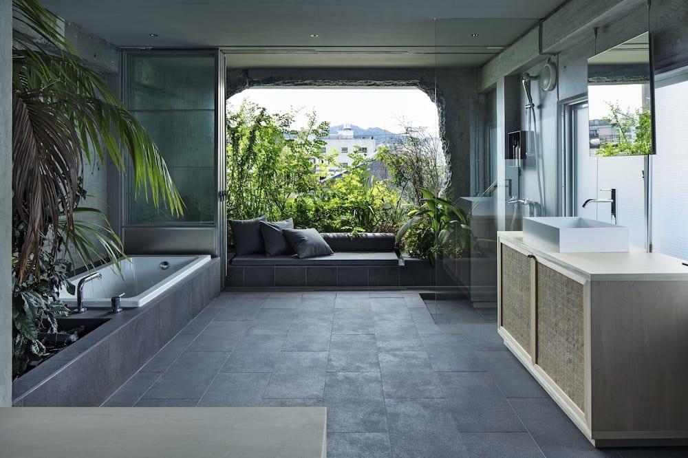 Room (301) - Bilik mandi