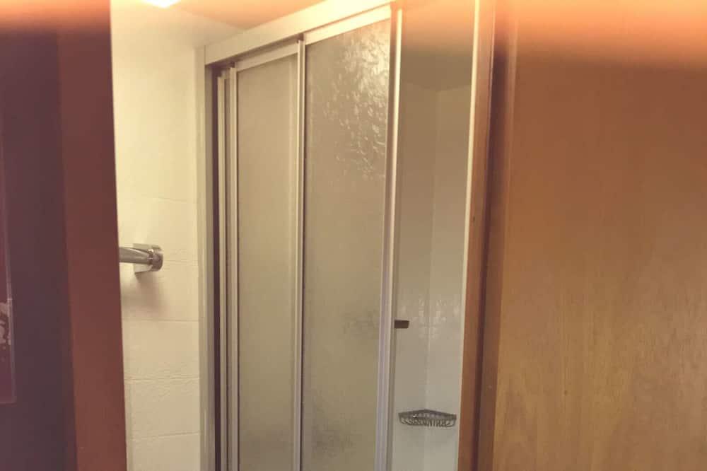 חדר קלאסי יחיד - מקלחת בחדר הרחצה
