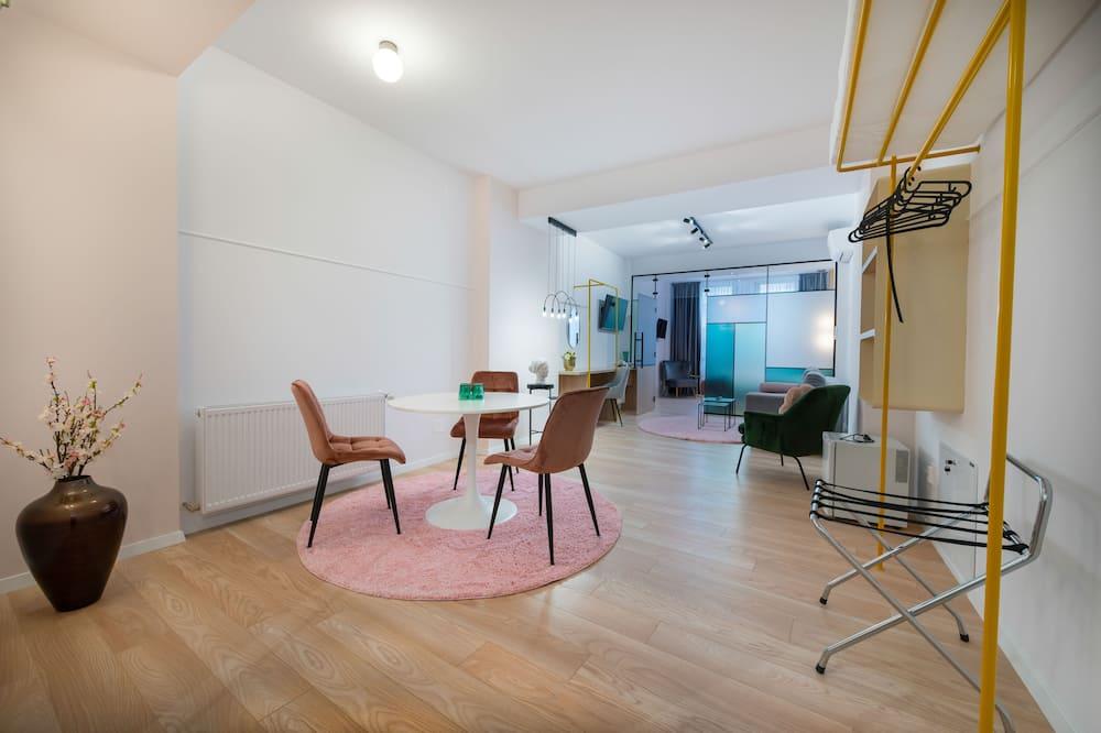 Senior Studio Suite - Tempat Makan dalam Bilik
