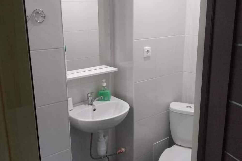 Værelse med 2 enkeltsenge - privat badeværelse - Opholdsområde