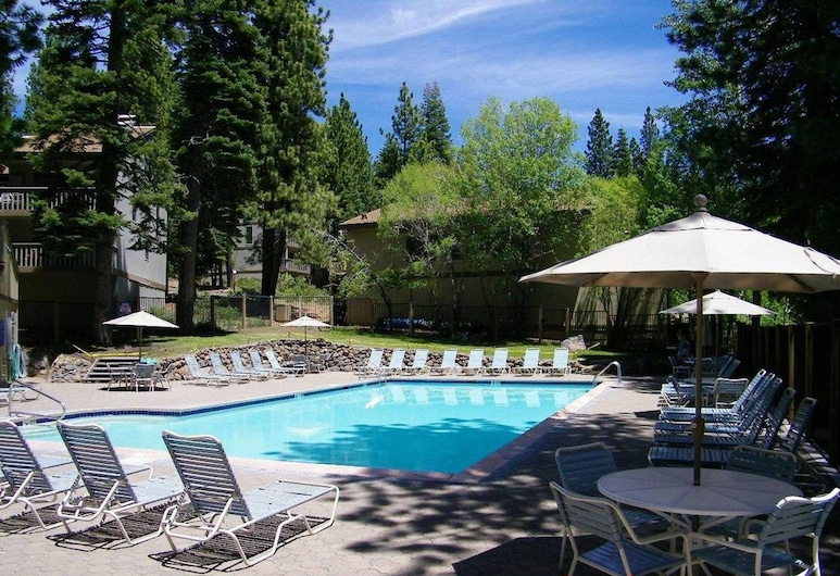 Kingswood Cornerview by Lake Tahoe Accommodations, Pantai Kings, Kolam