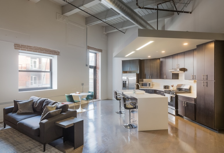 Swofford - Spacious DT Apts with Free Parking by Zencity, Kanzasas, Vardinės klasės apartamentai, 2 miegamieji, Nerūkantiesiems (117860), Svetainės zona