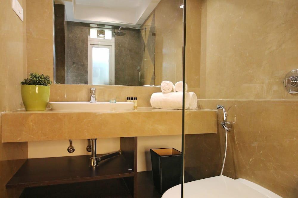 Ladies Deluxe Queen Room - Ванна кімната