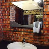 Basic Cabin, Ocean View - Bathroom