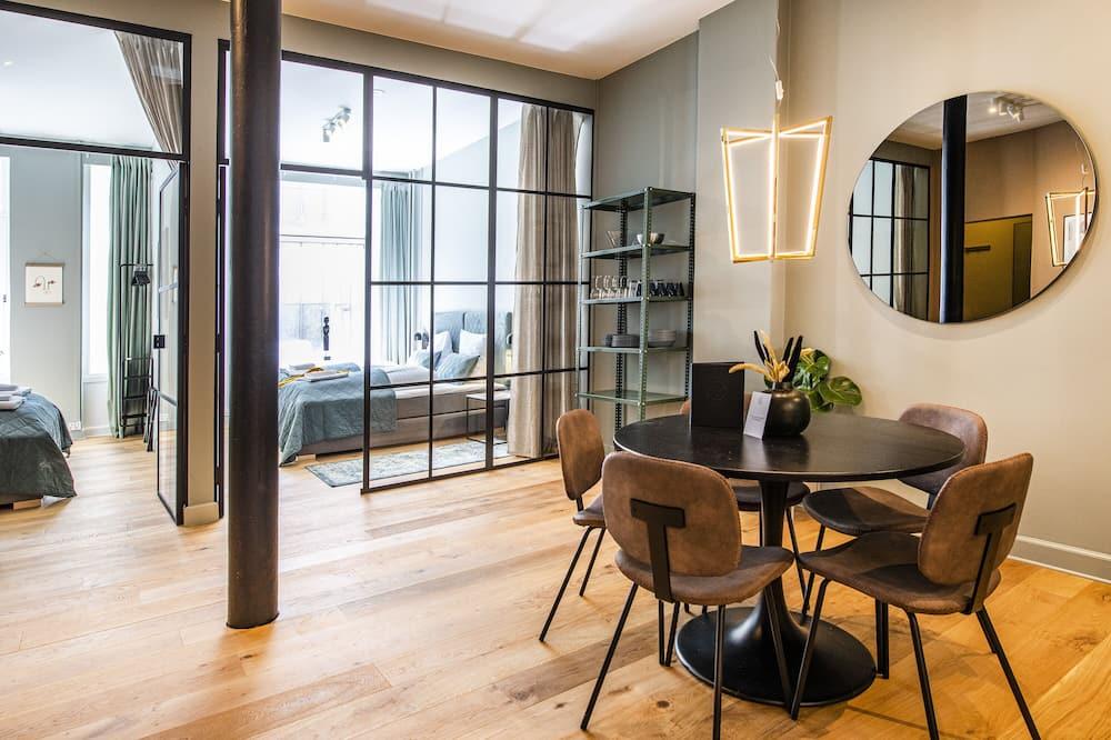 דירה אקסקלוסיבית, 2 חדרי שינה - אזור אוכל בחדר