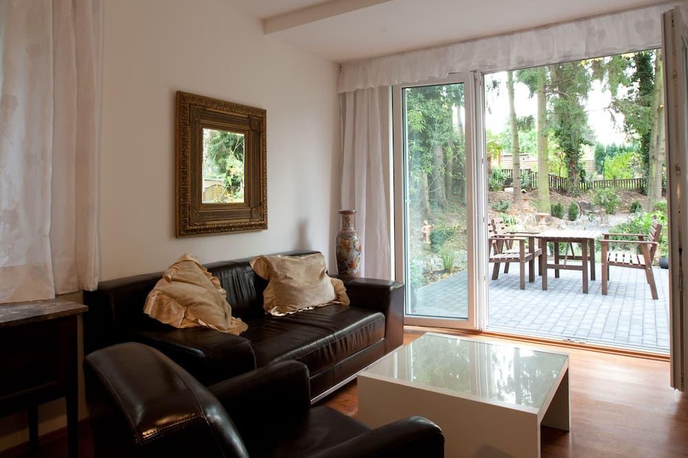 Spacious Flat & Terrace - 2 Rooms - Bath & Kitchen - Obývací pokoj